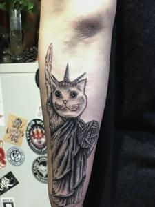 可爱日式小猫手臂纹身图案