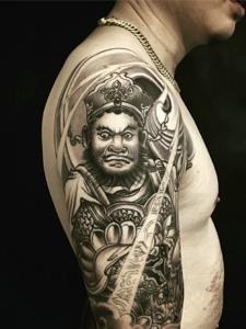 一款老传统图案手臂纹身图片