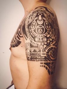 超级炫酷的经典半甲纹身图案
