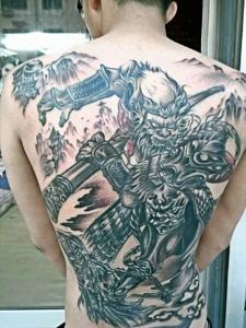 个性十足的满背大图腾纹身图案