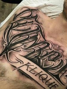 男士胸前霸气的花体英文纹身图案