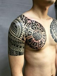 帅气十足的双半甲纹身图案