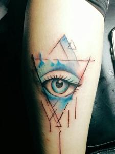 3d几何眼球手臂纹身图案很逼真