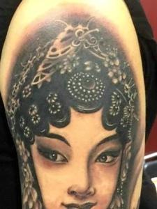 老传统精致漂亮的手臂花旦纹身图案