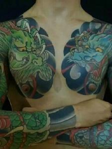 一组回头率超高的双半甲纹身图案