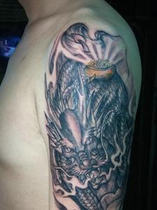 具有男人味的一款手臂邪龙纹身图案