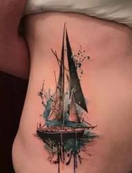 腰腹部帆船纹身