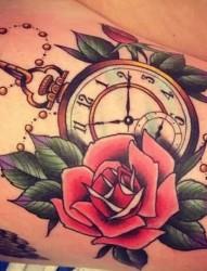 唯美的钟表玫瑰纹身