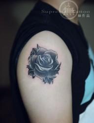 School風格黑灰玫瑰紋身 花臂紋身 無上出品