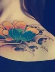 纹身让你的锁骨更性感