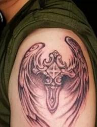 别样的时尚   十字架纹身