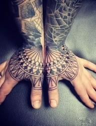 与众不同的个性手背纹身