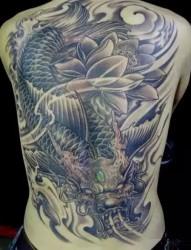 惊艳的男性满背纹身