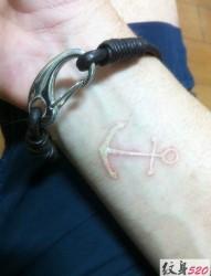 手腕隐形小图案纹身