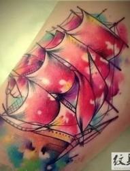 超棒的泼墨帆船纹身图案