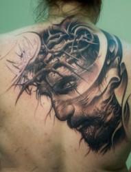 背部经典耶稣肖像纹身