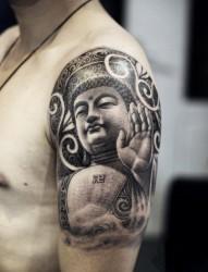 手臂上的佛像纹身图案