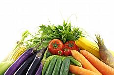 堆成小山的蔬菜图片