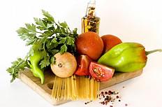 砧板上的各种蔬菜图片
