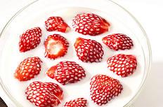 美味的草莓酸奶图片