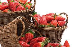 竹篮里的草莓图片