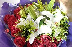 玫瑰百合花束图片