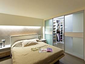 现代简约卧室衣帽间设计案例