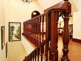 美式过道楼梯装修效果展示