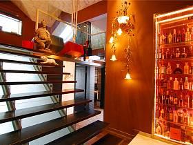 现代跃层楼梯酒柜装修图