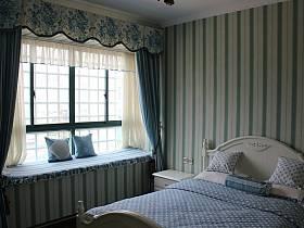 欧式卧室复式楼窗帘设计案例