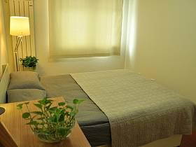 自然簡約臥室植物桌子臺燈效果圖