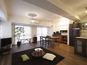 簡約客廳桌子黑色地毯效果圖