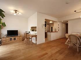 日式自然電視柜椅木質地板設計圖