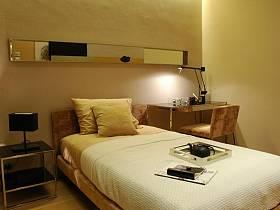 现代简约卧室背景墙设计案例