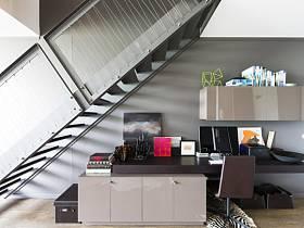 楼梯书柜办公桌装修案例