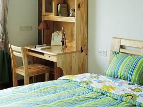 田园卧室实木床实木书桌效果图