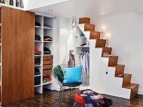 阁楼楼梯衣柜柜子木门装修案例