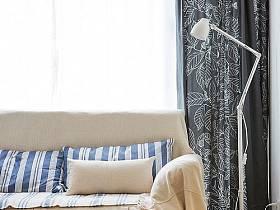 清新窗簾沙發植物圖片