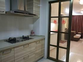 溫馨客廳廚房移門裝修圖